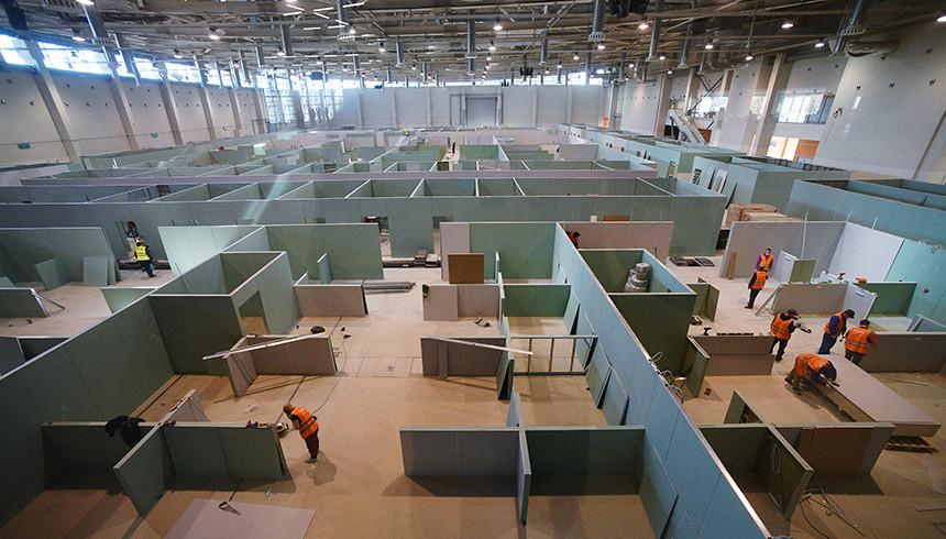 Строительство временного госпиталя в павильоне № 75 на ВДНХ. Фото: РИА Новости